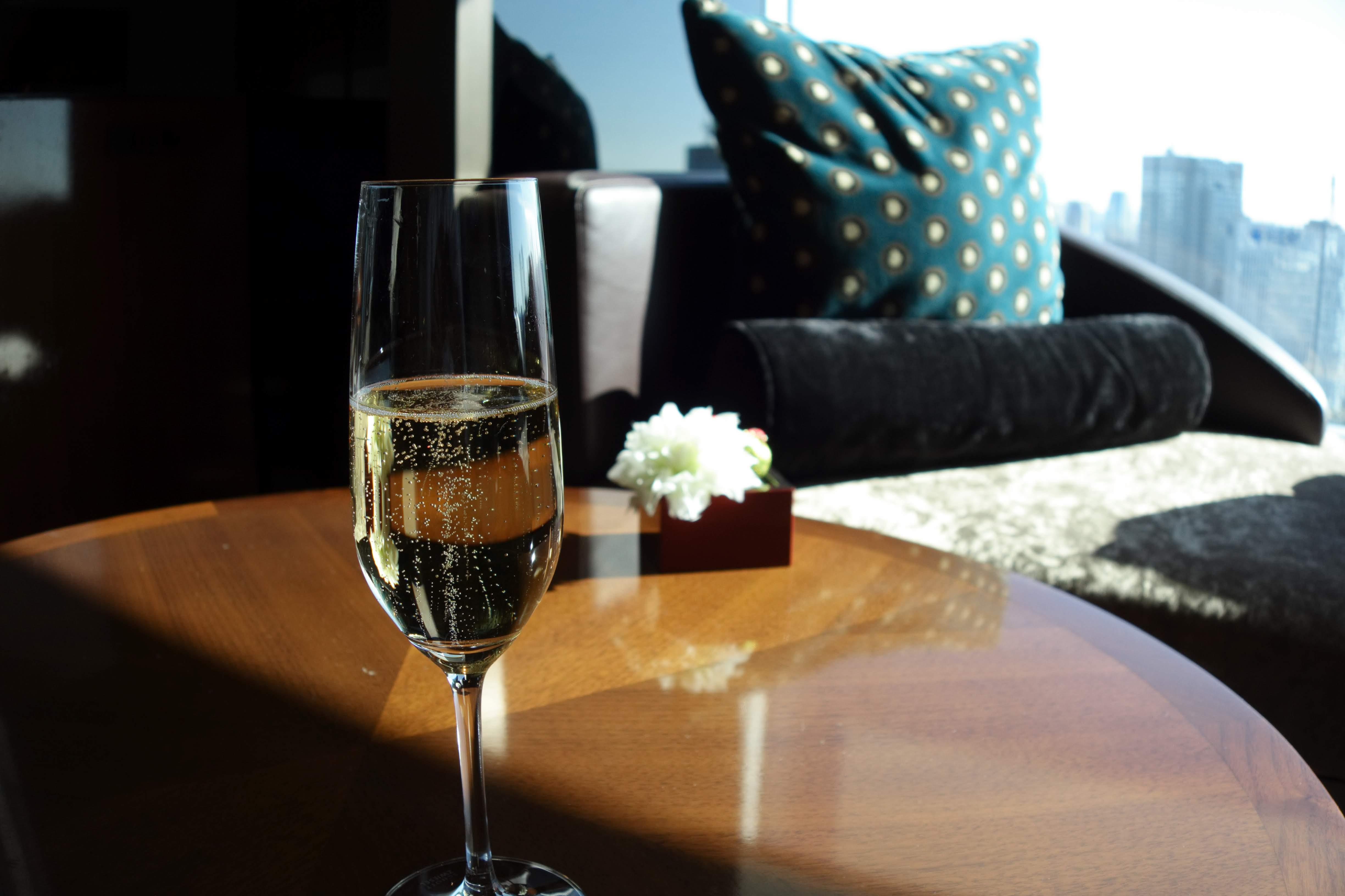 ザ・プリンスギャラリー東京紀尾井町,ラグジュアリーコレクションホテルラウンジウェルカムドリンクのシャンパン