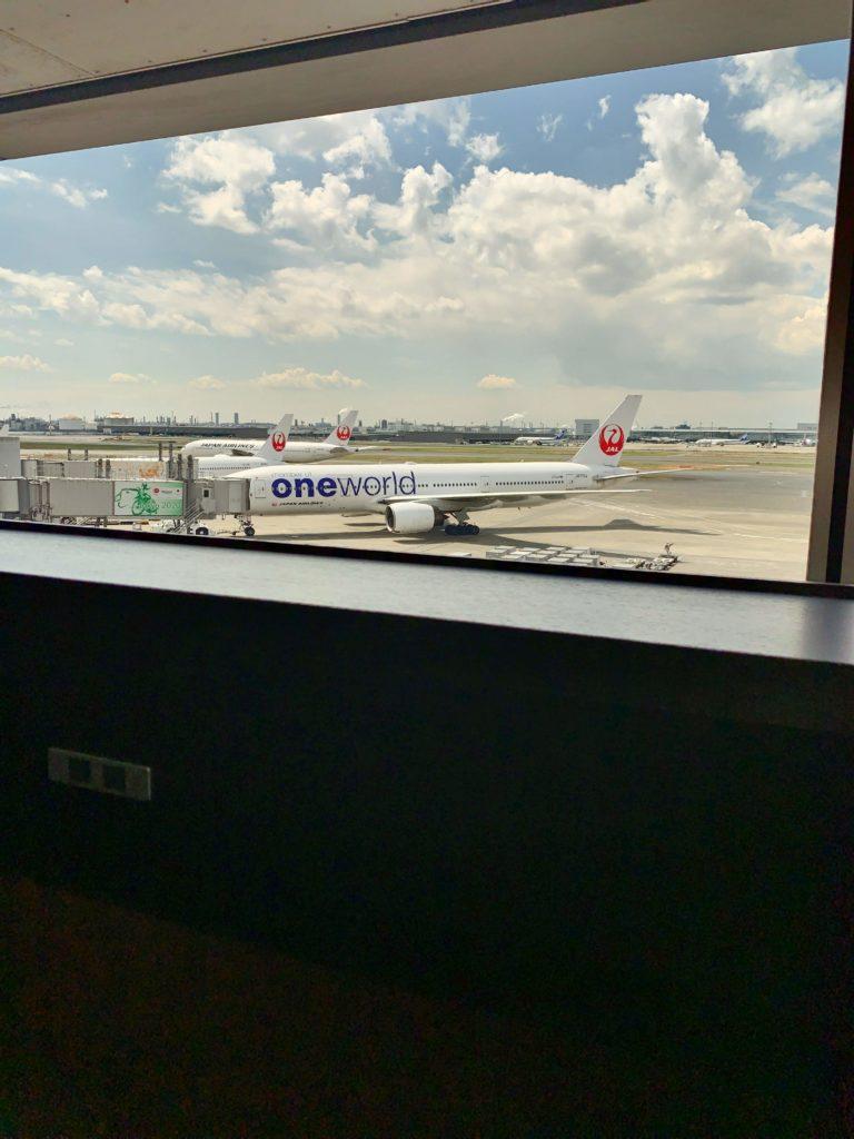 羽田空港JALサクララウンジ飛行機