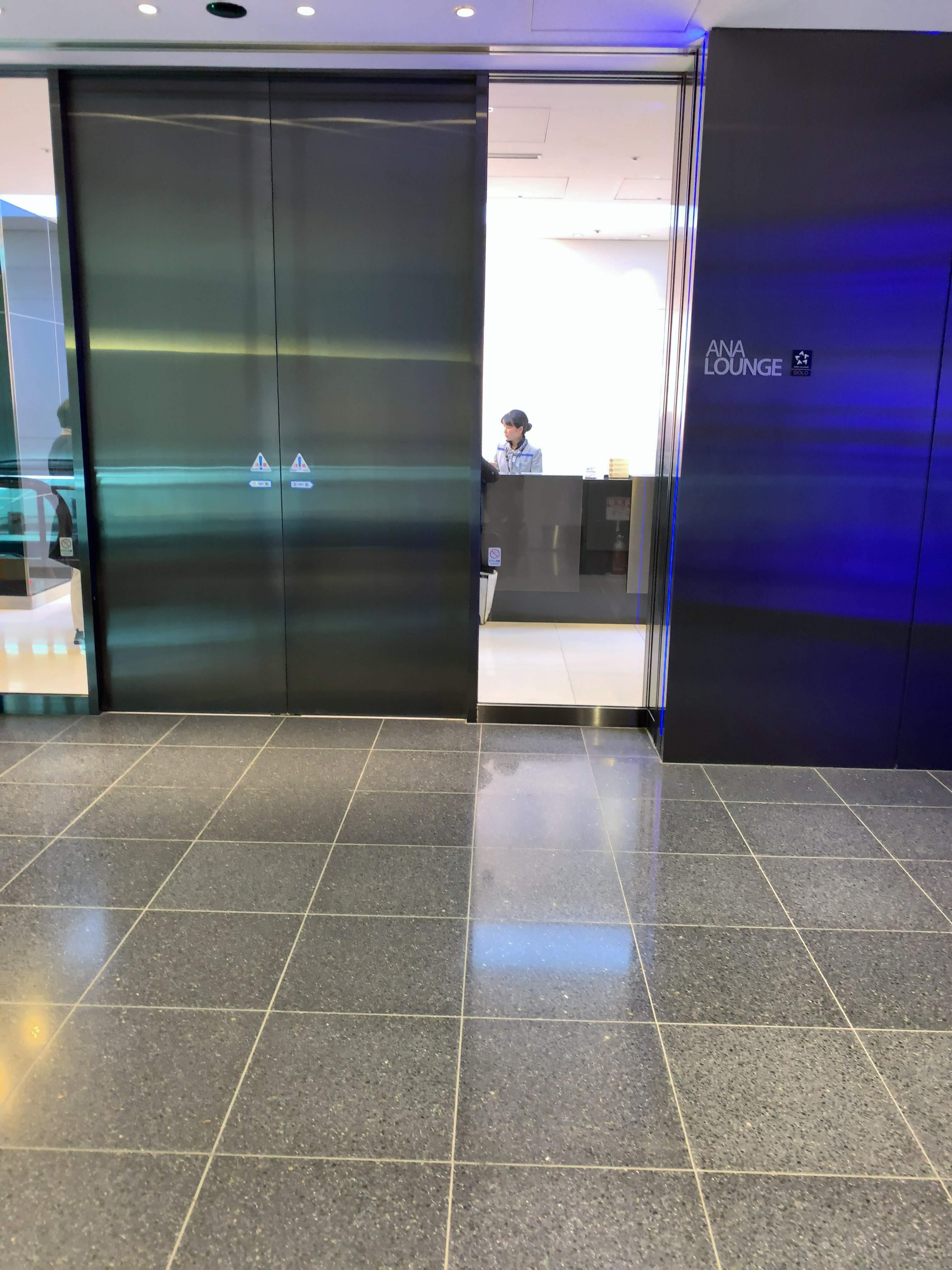 羽田空港国際線ANAラウンジ入口 110番ゲート付近