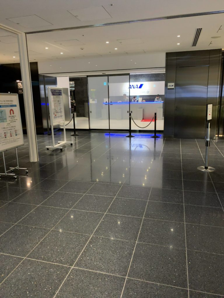 羽田空港国際線ANAラウンジ入口 114番ゲート付近