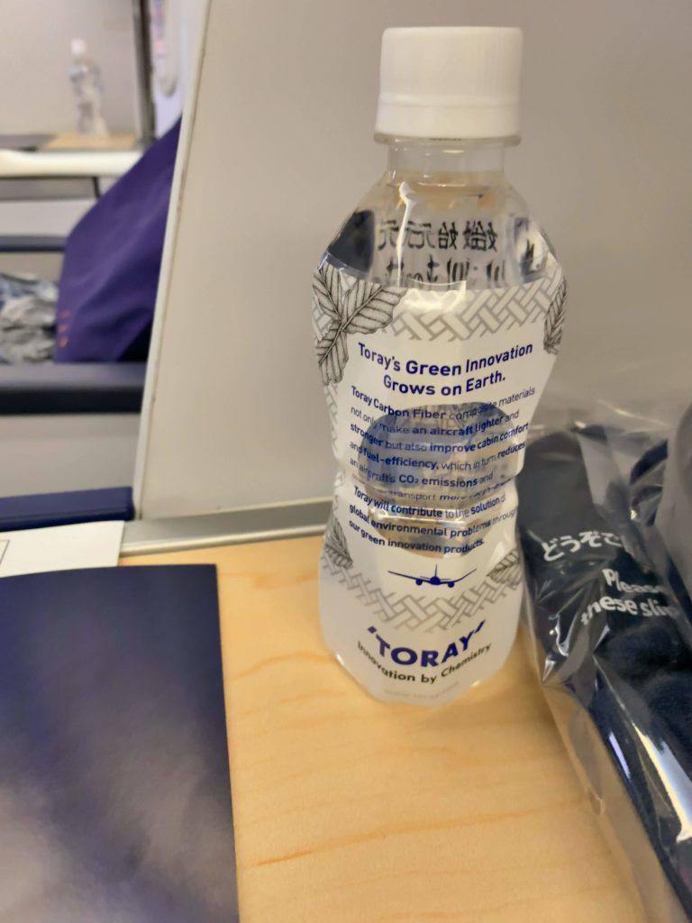 ANAビジネスクラス HND-KULペットボトルの水