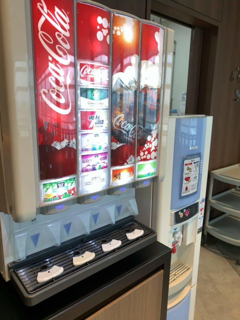 TIATラウンジ羽田空港国際線 ジュースサーバー