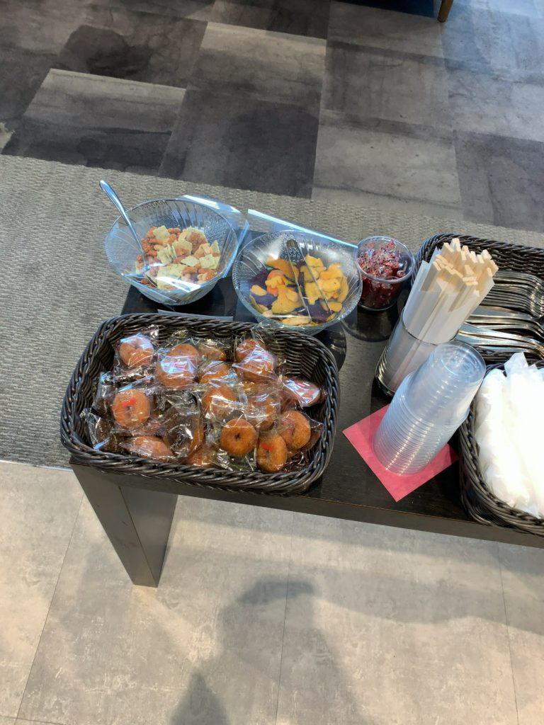 TIATラウンジ羽田空港国際線 お菓子