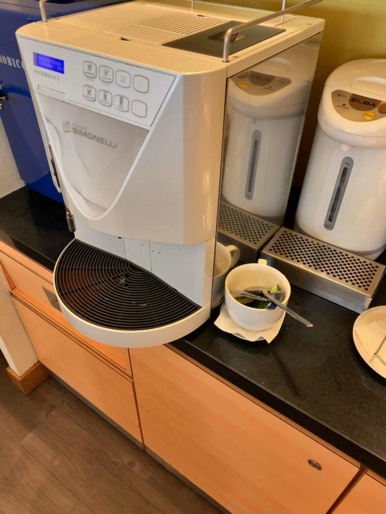 クアラルンプール国際空港シンガポール航空シルバークリスラウンジコーヒー
