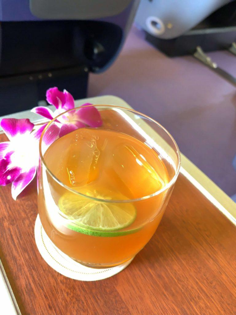 タイ国際航空短距離ビジネスクラスウェルカムドリンク