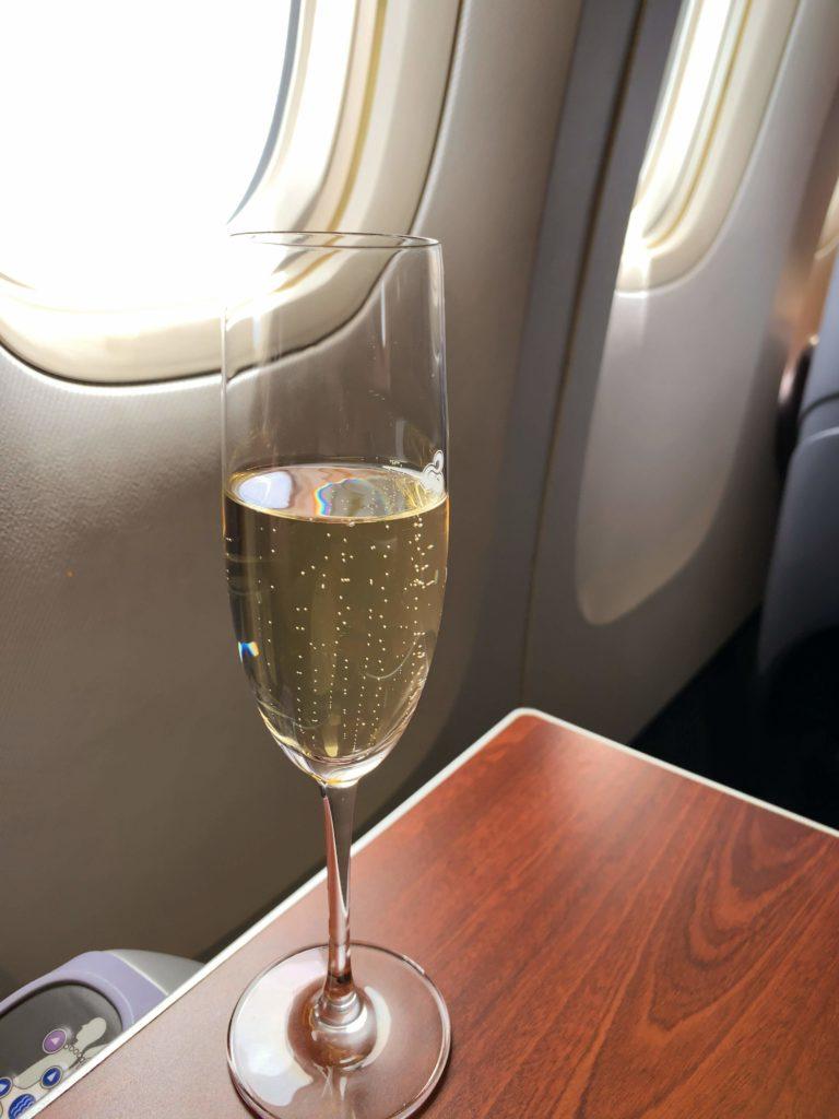 タイ国際航空短距離ビジネスクラスシャンパン