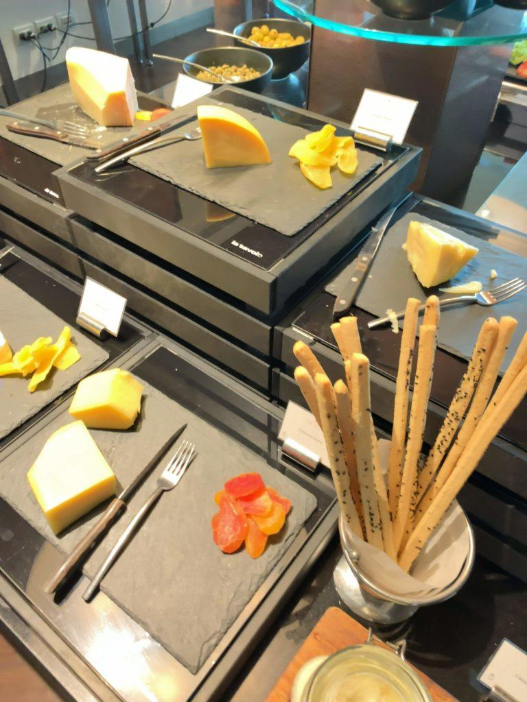 セントレジスバンコク朝食 チーズ