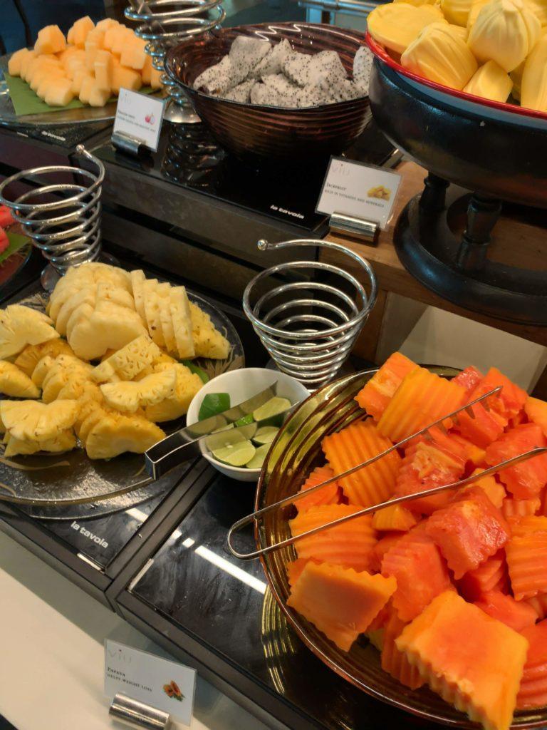 セントレジスバンコク朝食 フルーツ2