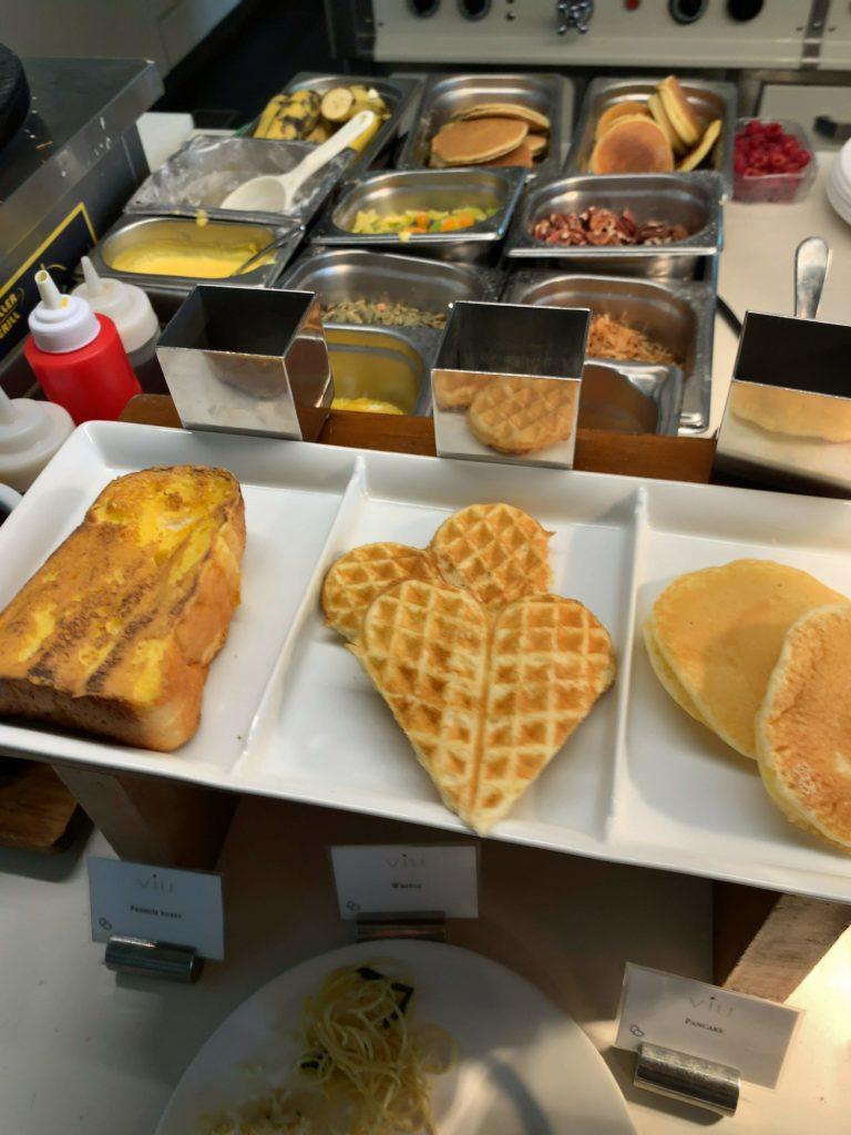 セントレジスバンコク朝食 パンケーキ・ワッフル