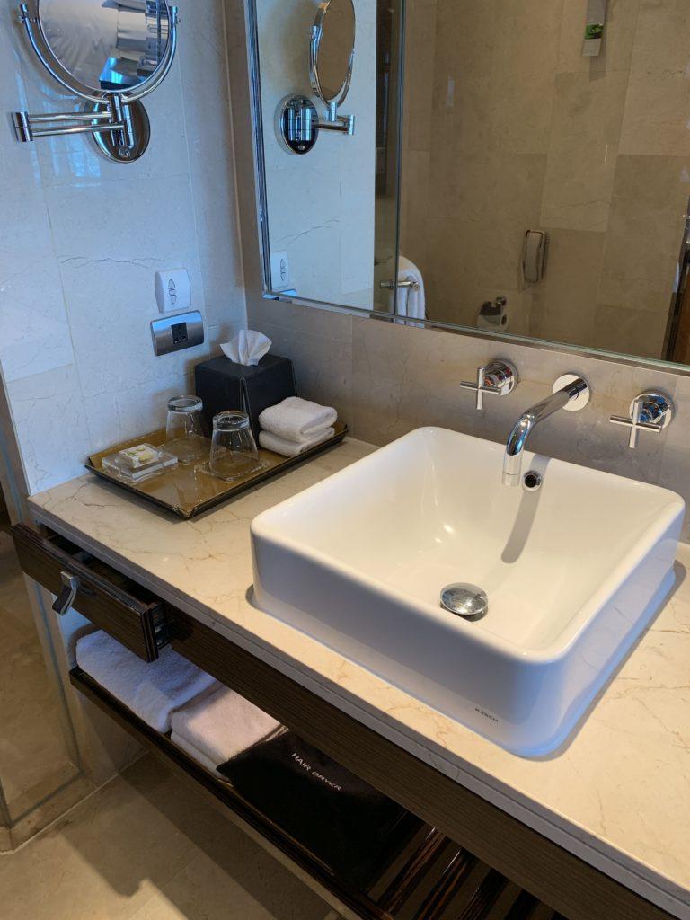 ルネッサンス・バンコク・ラッチャプラソーン・ホテル 洗面台