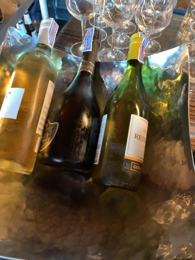 ルネッサンスバンコクラウンジ白ワイン