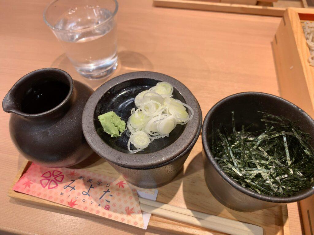 蕎麦きりみよた八重洲店薬味・つゆ